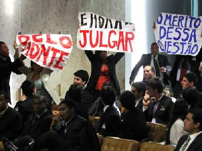 Le mouvement #OcupaSampa envahit le Tribunal Fédéral Suprême pour protester contre la reprise du chantier de Belo Monte