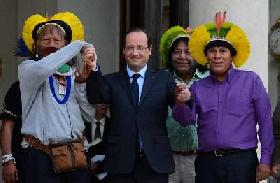 President Hollande welcomes Amazon tribal leader to Elysée