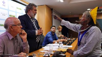 Chief Raoni points finger at SESAI secretary and demands that measures be taken for indigenous health in Colíder